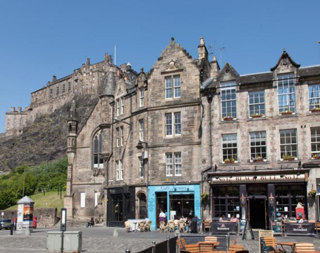 Al fresco dining in the Grassmarket